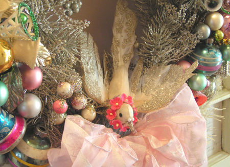 Wreath bird