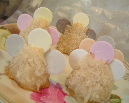 Angel macaroons