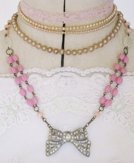Bow necklace 3