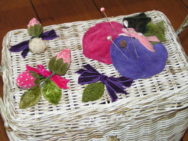 Sewing_basket_with_strawberries
