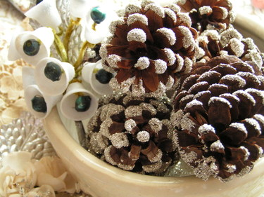 More_glittered_pinecones