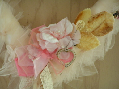 Tulle_heart_with_velvet_pin