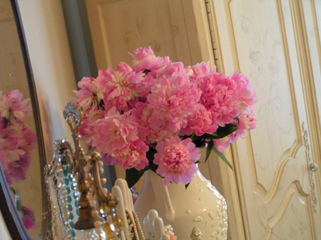 Bedroom_peonies