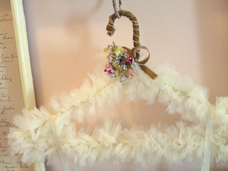 tulle hanger with flowers - Kap� s�sLeri